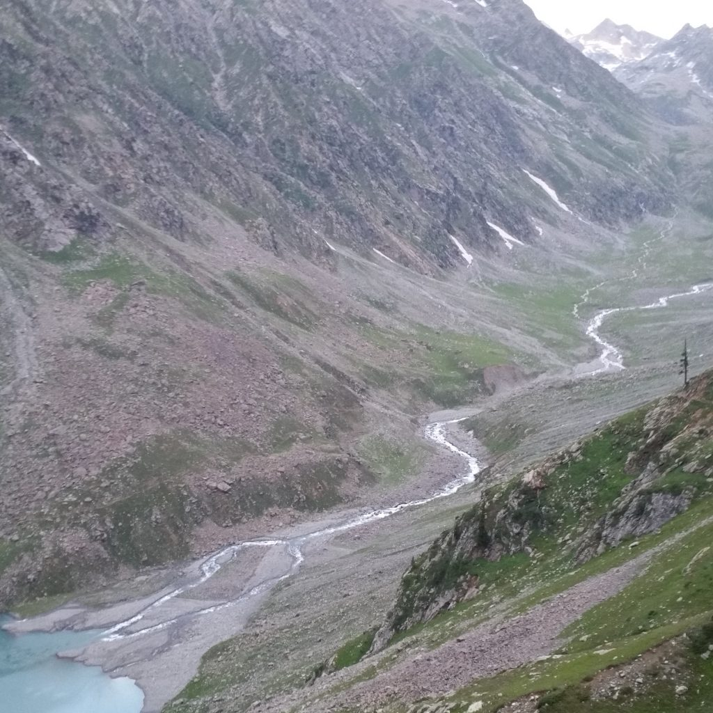 Kundol Lake Water Entrance